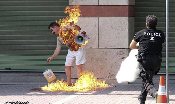 Greek_man_burning