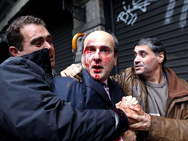 983028-riots-in-greece