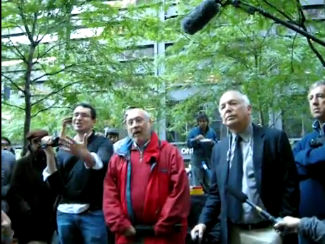 joseph-stiglitz-was-at-occupy-wall-street-yesterday-and-he-looked-like-he-was-having-a-great-time
