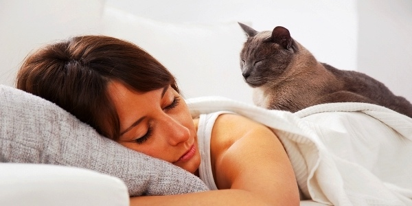 woman-cat-sleeping-shutterstock_140788681_0
