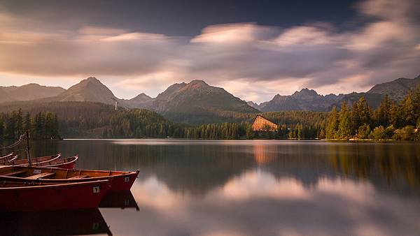 peaceful-lake-scenery-wallpaper-1