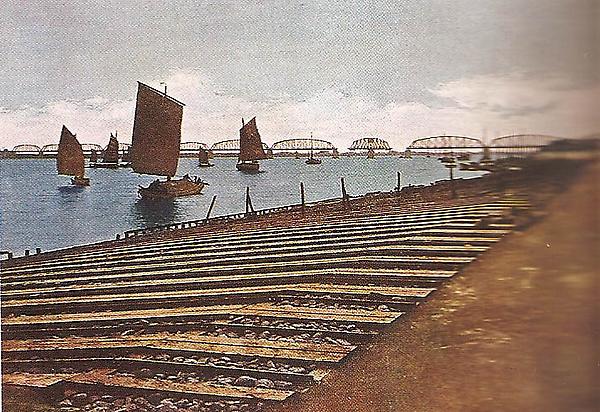 鴨綠江全長944.9米的大鐵橋.jpg