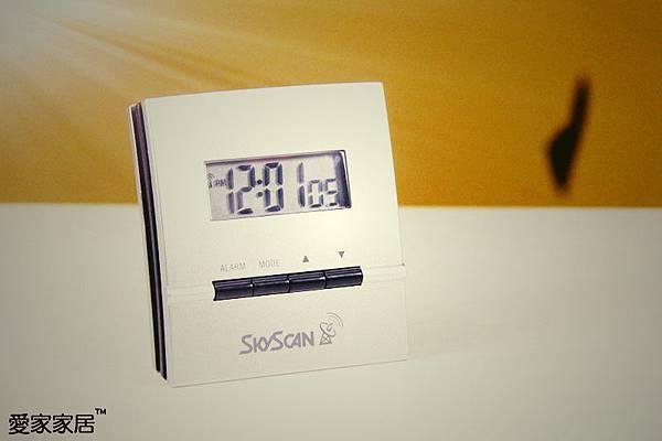 【31981 大LCD顯示雙鬧鈴直立桌鐘】