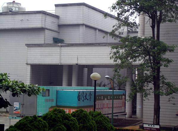 台灣文學館行動博物館(一個貨櫃佇立在校園內)