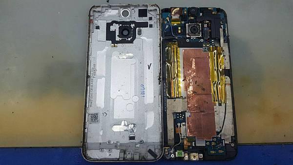 27. HTC M9+ A9 更換電池+加尾插 1.jpg