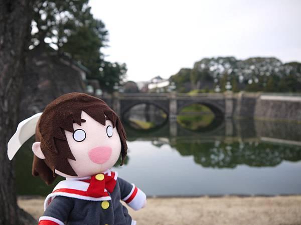 國婦與正門石橋