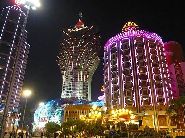 葡京酒店夜晚外觀.jpg