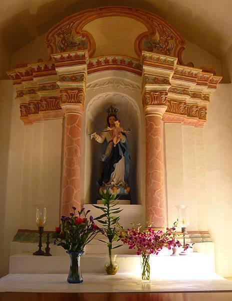 聖母雪地殿祭壇.jpg