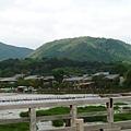 0908渡月橋上遠眺.jpg