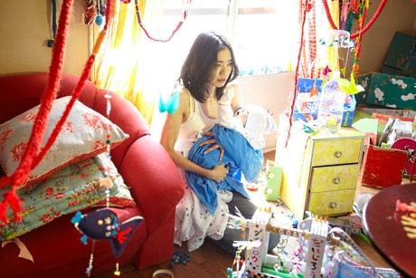 看這精美的手製紙玩和房間掛飾!!! 但你的兒子是個嬰兒怎麼玩??!