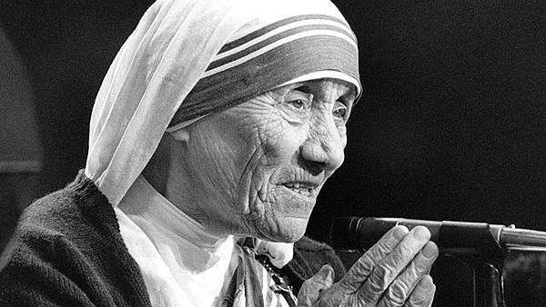 20151218T1445-379-CNS-MOTHER-TERESA-SAINTHOOD-CAUSES.jpg