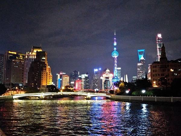 上海黃浦江河邊