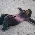 躺在雪地的白痴= =