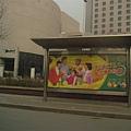 站牌廣告...其實跟台灣差不多