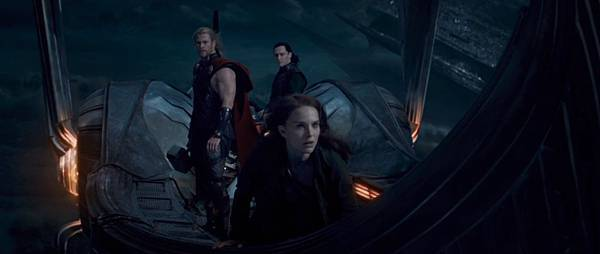thor-the-dark-world-movie-trailer-screenshot-jane-loki-thor.jpg