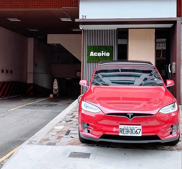 21號店AcoMo停車位TESLA Model X 充電區