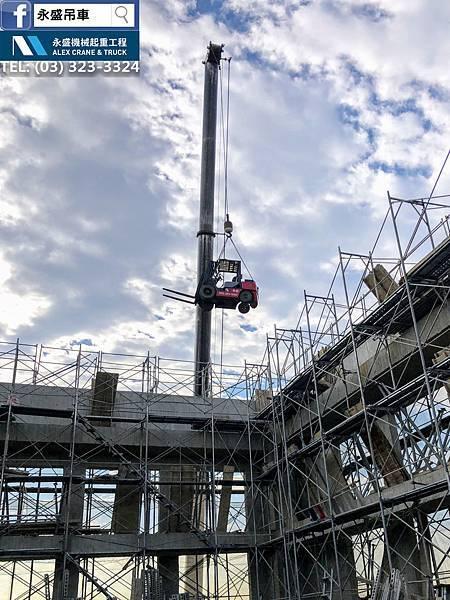 200噸吊車 2.5噸堆高機 3噸堆高機 星宇航空 設備吊掛 設備搬運 良機水塔