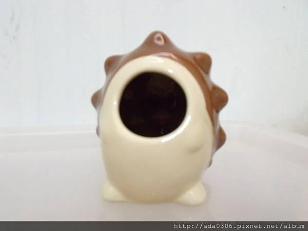 Marukan刺蝟陶瓷窩 (2).JPG
