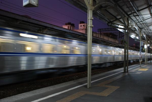 行進間的電車