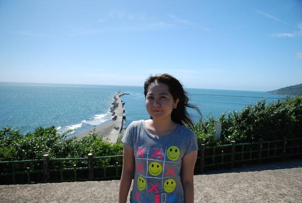 遠處的港灣燈塔