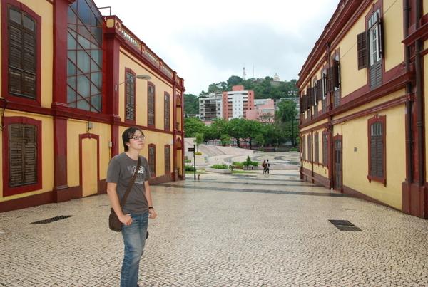 塔石文藝館旁