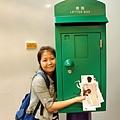 香港的郵筒長這樣喔,跟台灣滿像的說...
