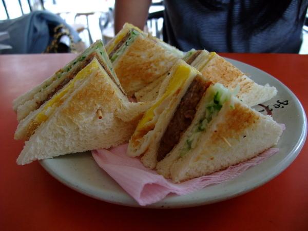 住家附近早餐店 - 總匯三明治