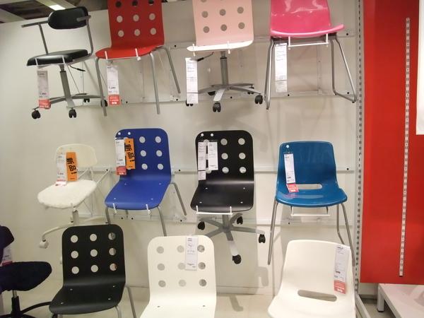 色彩豐富的椅子區