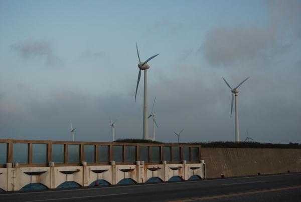 巨大的風力發電器