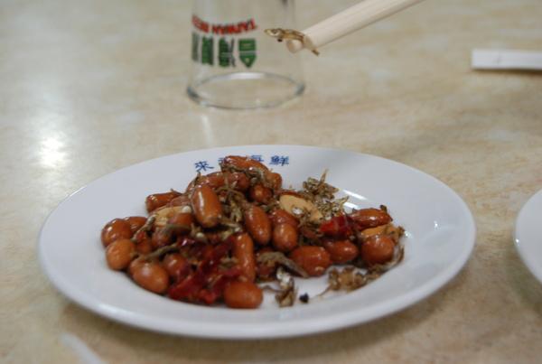 來福海鮮餐廳(價錢實惠又好吃,推薦!) - 餐前小菜:小魚干花生