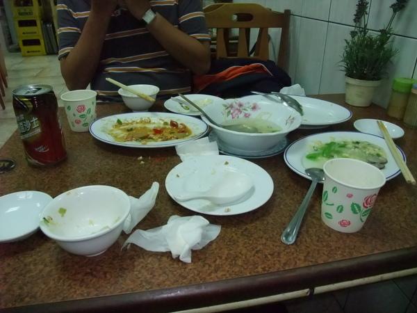 嘉賓餐廳(價錢實惠又好吃,推薦!) - 飽餐一頓