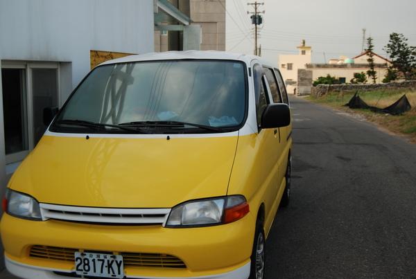 連民宿的車都黃色的呢