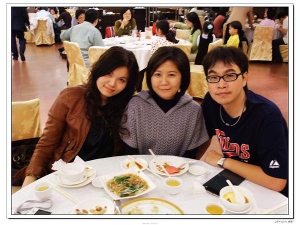 記得上次我們三個一起拍照,好像是n年前的跨年夜吧!
