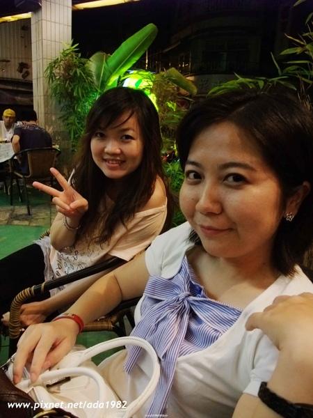 俐玲跟我一起參加五專同學的聚會...