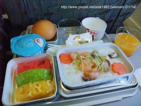 越南航空飛機餐/海鮮粥,滿好吃的... 還是我餓了?!