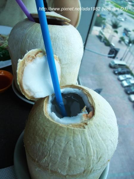 經理請喝椰子水, 真是清涼消暑...