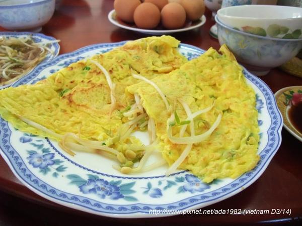 豆芽菜煎蛋... 加醬油更好吃~