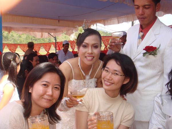 與新娘子合照