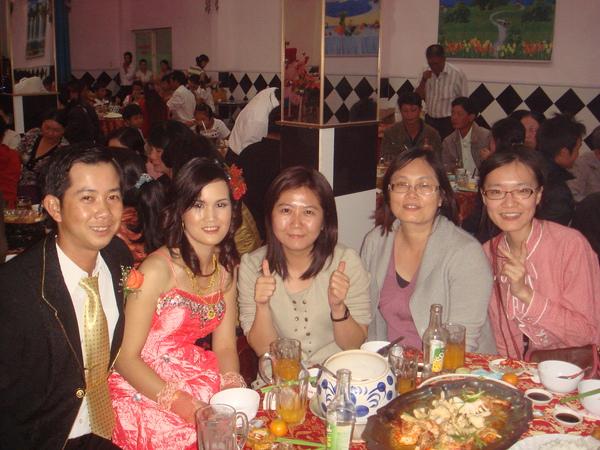 聽說我很好運, 可以在餐廳吃到越南喜酒