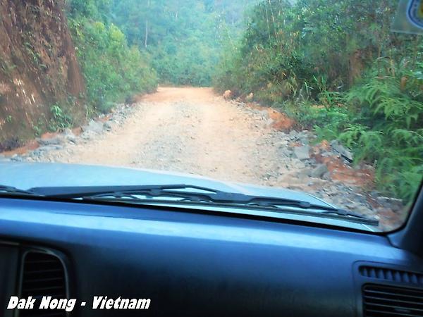 從Di Linh進入國道28號的路, 還沒到Dak Nong之前路都爛的~
