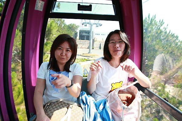 shu-yun & an-xin (安欣已經沒第一次坐纜車時那麼害怕了)
