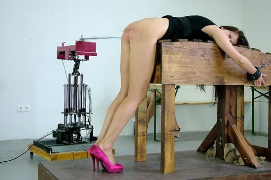 spanking-machine.jpg