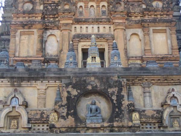 塔門上的佛陀觸地印