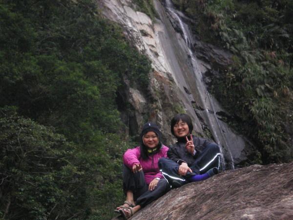 瀑布與偉莉與佳蓉