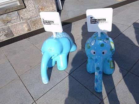 路邊的小象雕像也可愛
