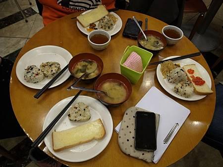 第一次住東橫INN, 免費的早餐還不錯, 雖然選擇不多