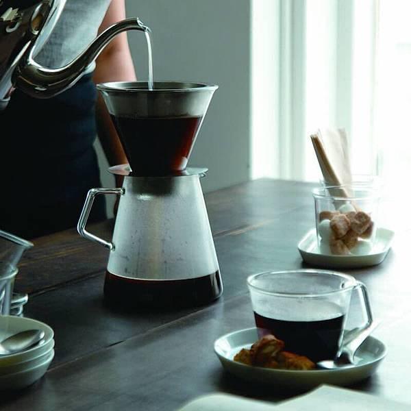 kinto-carat-coffee-dripper-pot-window.jpg