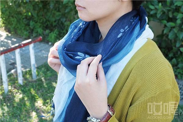 indigo-dyeing-scarf-2.jpg