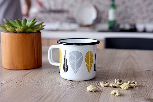 finland-muurla-yellow-leaf-enamel-mug-09.jpg