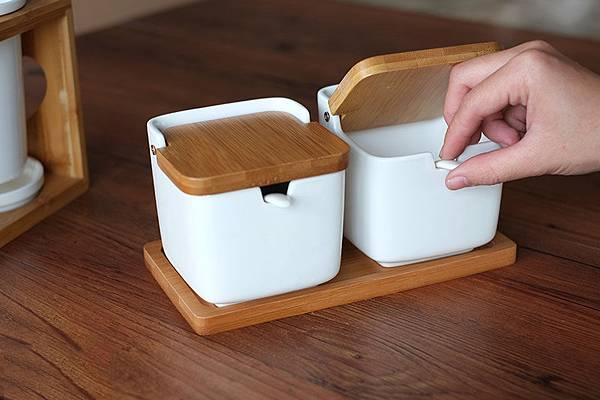 linkife-seasoning-cans-square-3.jpg